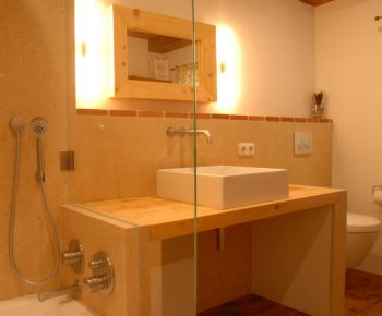 holz im badezimmer elegant und praktisch wohnraum8. Black Bedroom Furniture Sets. Home Design Ideas
